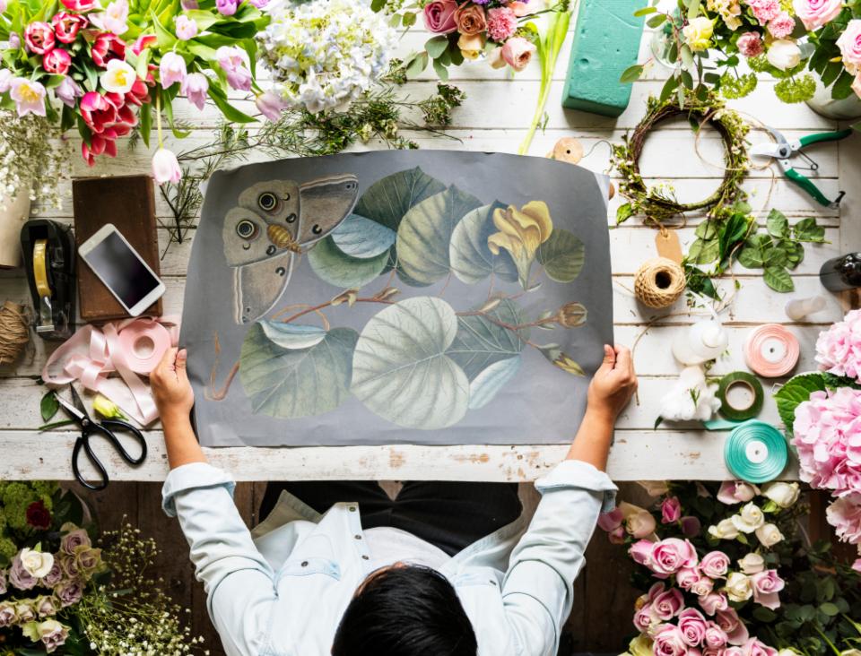 布置、艺术、空白、商务、复制空间、工艺品、创意、装饰、设计、空、创业、花卉、花店、鲜花、新鲜、爱好、自然、新商务、纸张、礼品、丝带、浪漫、小生意、餐桌 商业场景-第1张